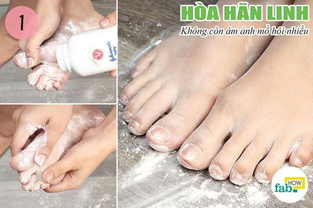 Phấn rôm trẻ em cũng được sử dụng bôi chân để giảm mồ hôi
